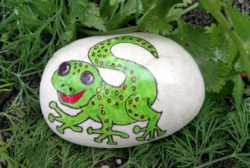 Felix the Gecko thinks the dung beetle needs telling off.