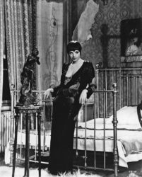 Liza Minnelli in her role in Cabaret but she did not sing Mack the Knife in that show.